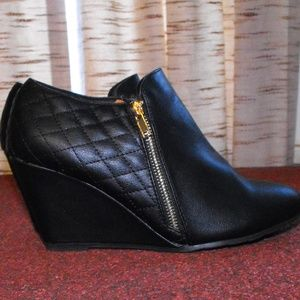 Bella Marie Black Wedge Booties Size 10M